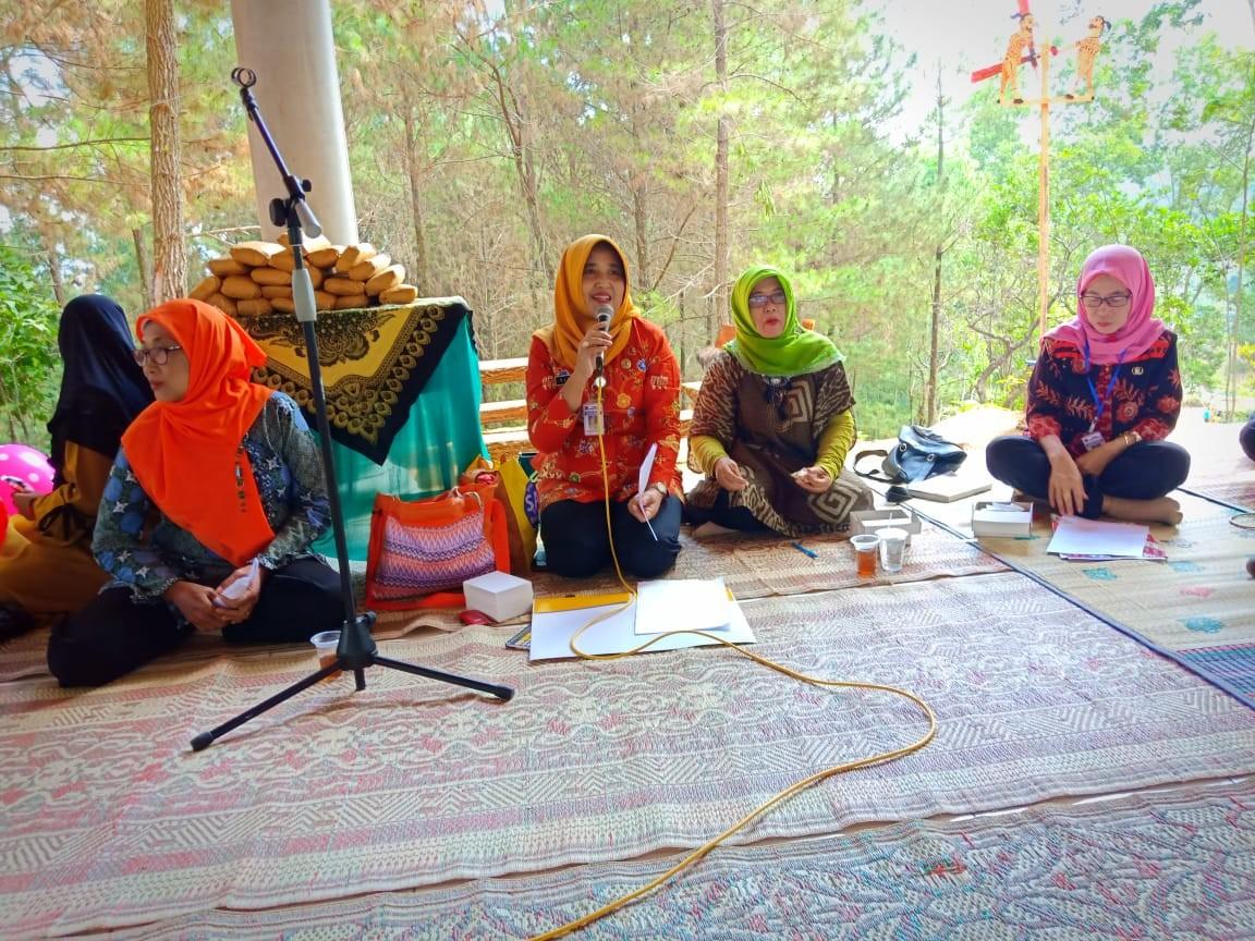 Dharma Wanita Dinas KUKMP Adakan Pertemuan di Obyek Wisata Gong Silegi