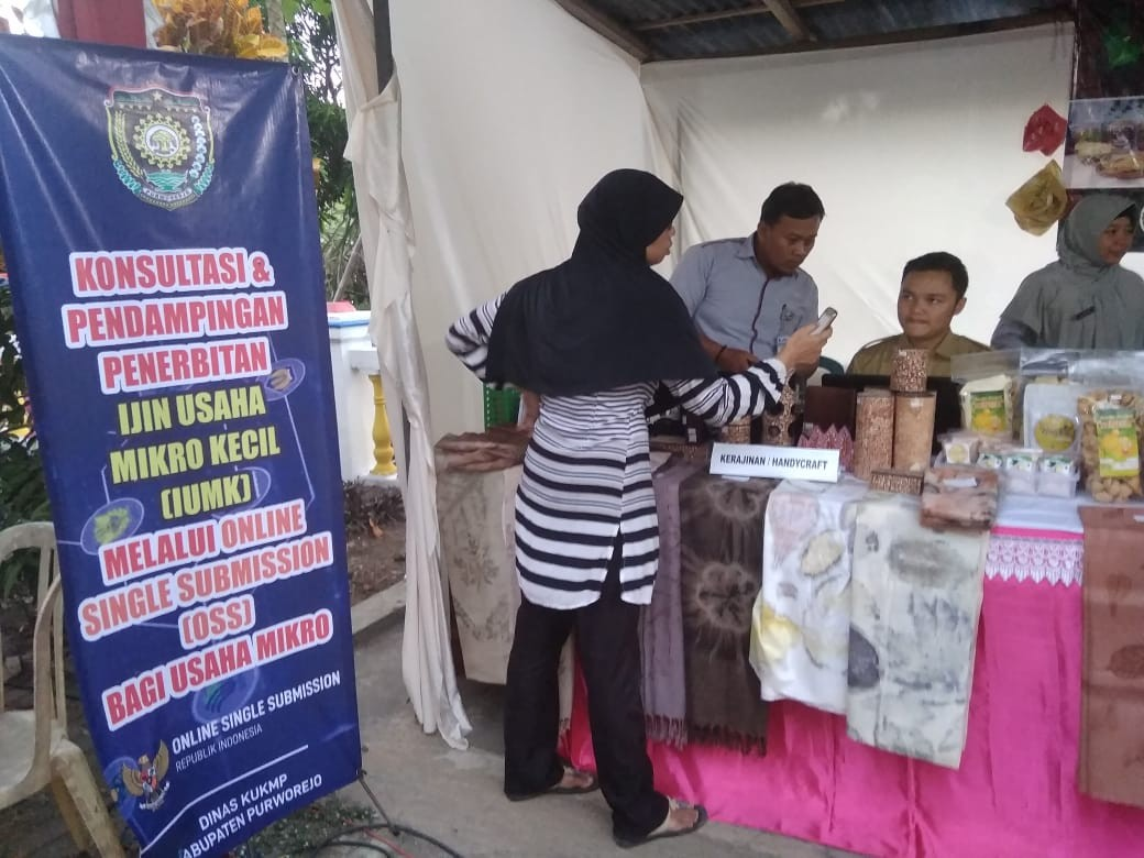 Konsultasi dan Pendampingan Penerbitan IUMK Pada Acara Bupati Saba Desa di Desa Banyuurip